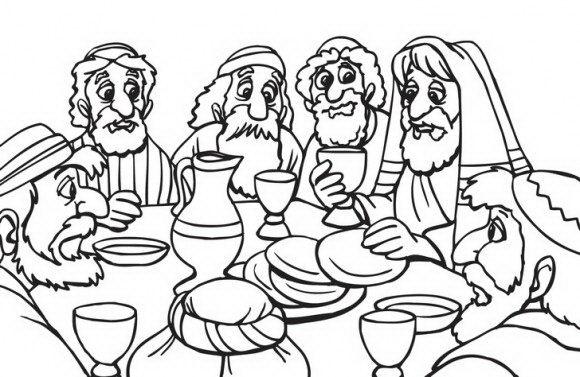 סביב השולחן כולם מתאספים ומחכים לסופגניות והדלקת הנרות אותם תוכלו לצבוע בשלל צבעים.