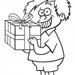 ילד קטן וחמוד ומתנת יום הולדת