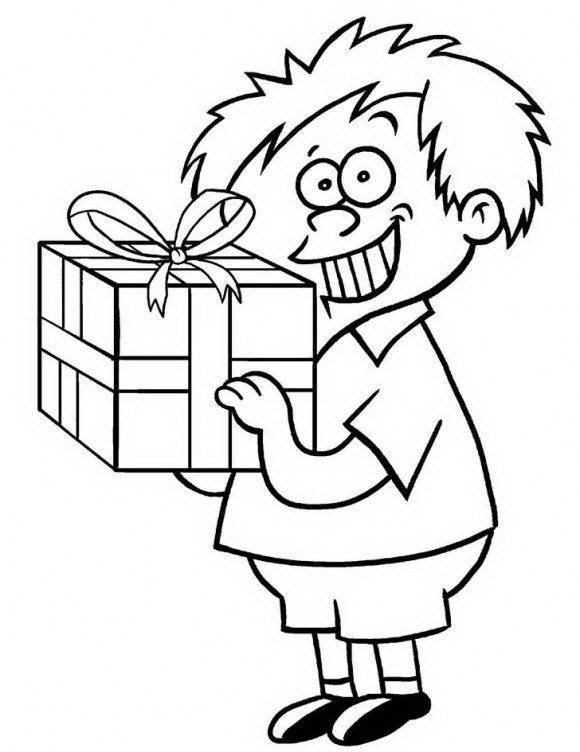 דפי צביעה ליום הולדת של ילד קטן ומקסים שמחזיק בידו מתנת יום הולדת עטופה שתוכלו לצבוע בשמחה.
